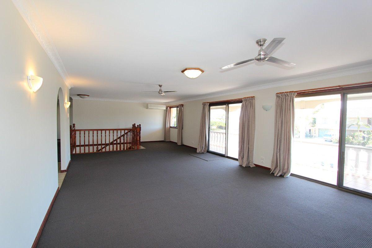 58 Abalone Avenue, Paradise Point QLD 4216, Image 2