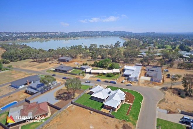 Picture of 102 Lakehaven Drive, LAKE ALBERT NSW 2650