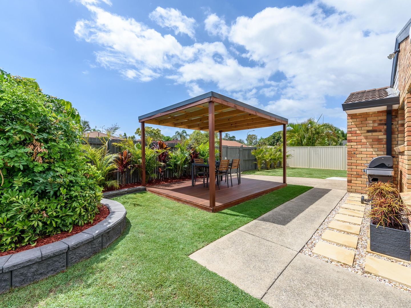 1/2 Warrie Close, Paradise Point QLD 4216, Image 2