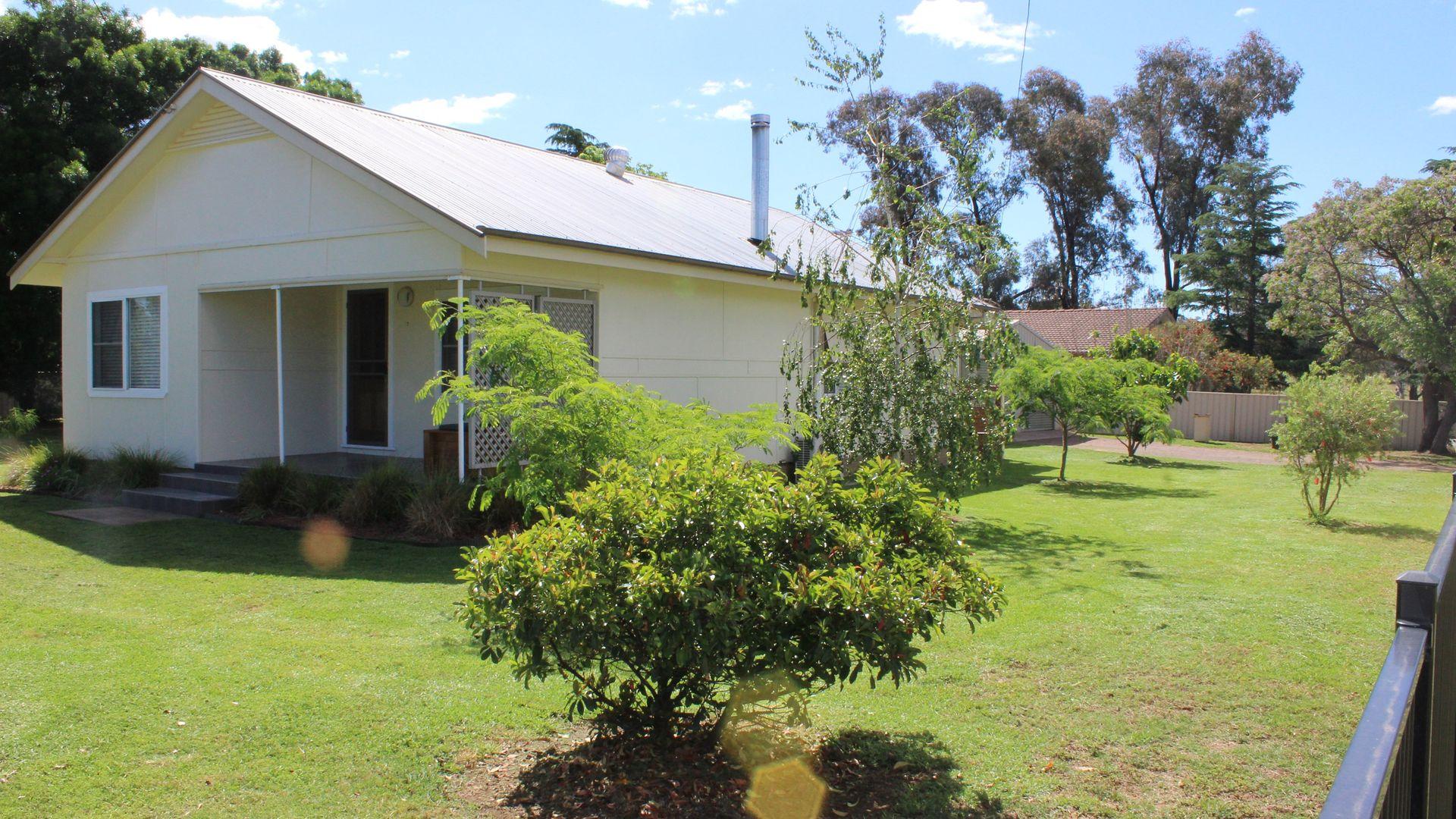 17 Creek Street, Cudal NSW 2864, Image 2
