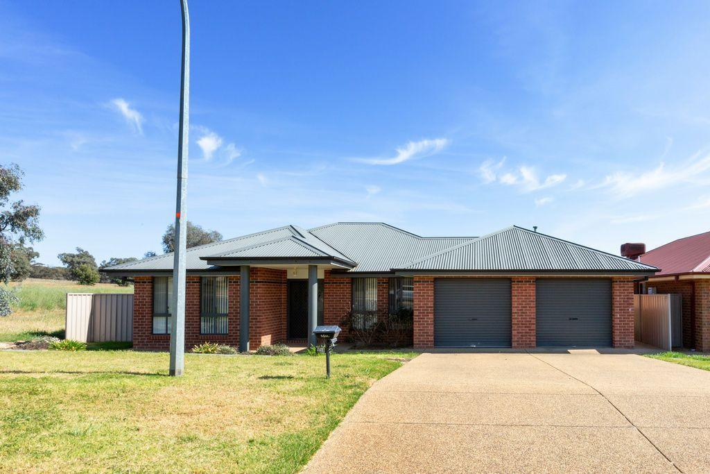 129 Yentoo Drive, Glenfield Park NSW 2650, Image 0