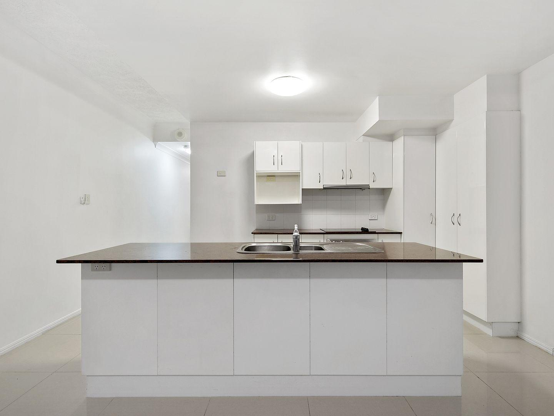 8/3 Heaslop Street, Woolloongabba QLD 4102, Image 2