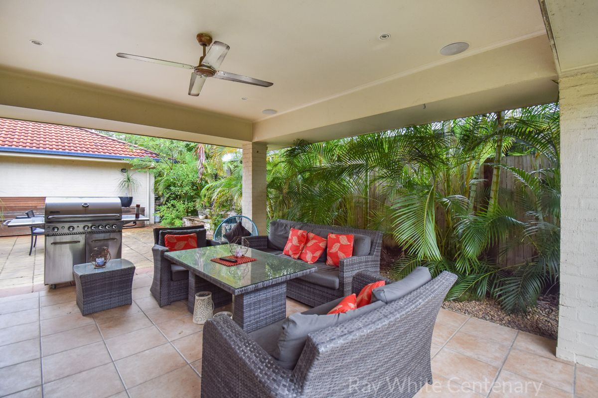 27 Brookeside Crescent, Seventeen Mile Rocks QLD 4073, Image 2