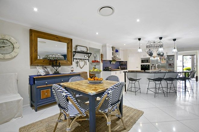 Picture of 8 Chairmans Close, JONES HILL QLD 4570