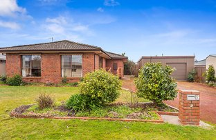 Picture of 1 Castles Crescent, Kyneton VIC 3444