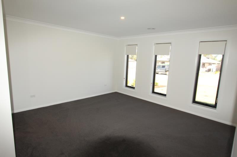 98 Messenger Avenue, Wagga Wagga NSW 2650, Image 2