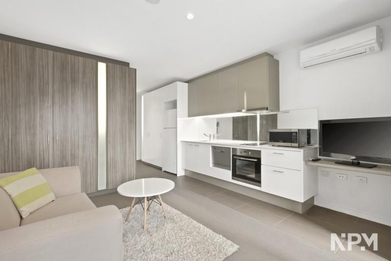 2306/220 Spencer Street, Melbourne VIC 3000, Image 2