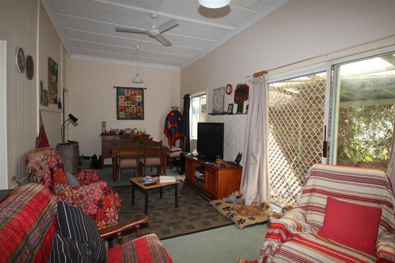 5 Erindee Avenue, Tenterfield NSW 2372, Image 2