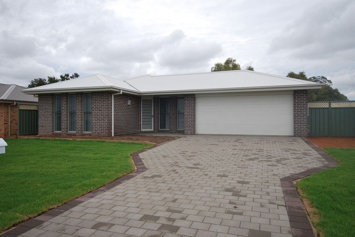 18 Dunheved Circle, Dubbo NSW 2830, Image 0