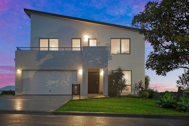Picture of 2 Lake View Way, HALLIDAYS POINT NSW 2430