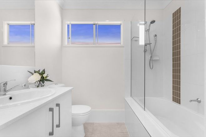 Picture of 15 Emerald Place, BRIDGEMAN DOWNS QLD 4035