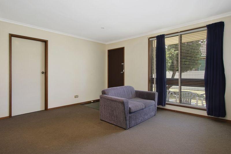 2/623 Prune Street, Lavington NSW 2641, Image 2