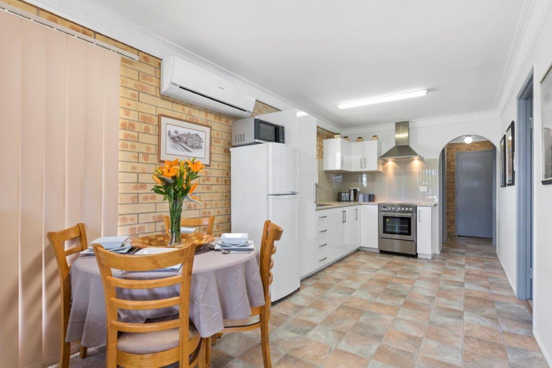52 Albert Street, Rockhampton City QLD 4700, Image 2