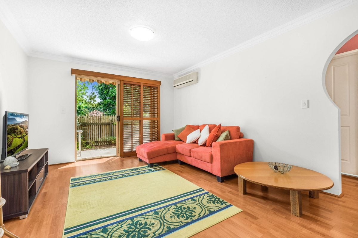 2/31 Crown Street, Holland Park West QLD 4121, Image 1