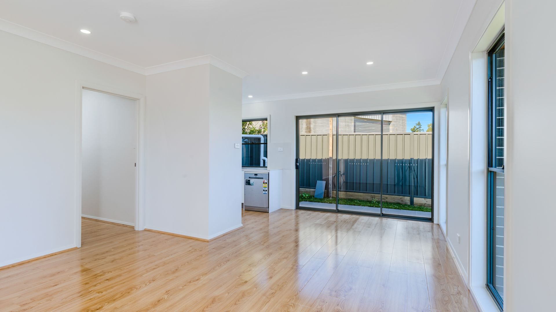 2/141 Lake  Road, Elermore Vale NSW 2287, Image 2