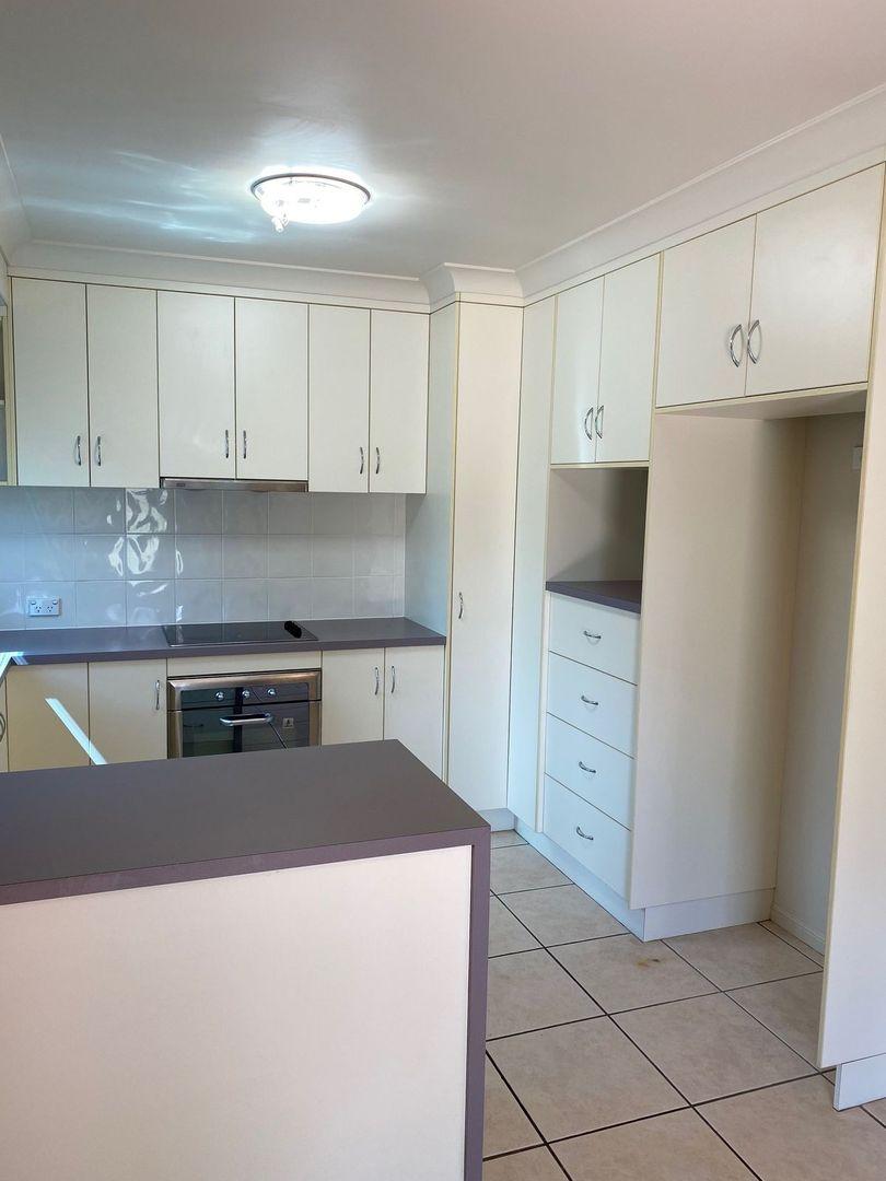 4/5 East Street, Sarina QLD 4737, Image 2