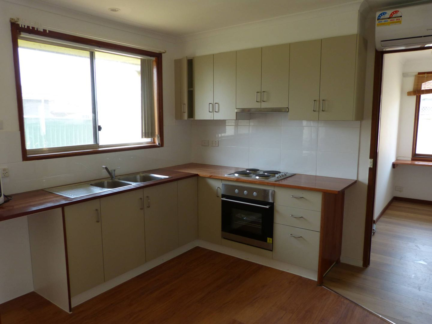 211a Quakers Road, Quakers Hill NSW 2763, Image 2