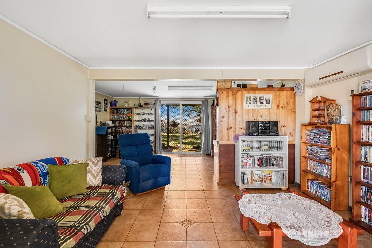 24 Belcher Drive, Glenvale QLD 4350, Image 2