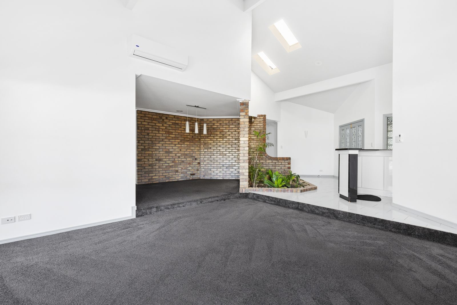 12 Jennifer Ave, Runaway Bay QLD 4216, Image 2