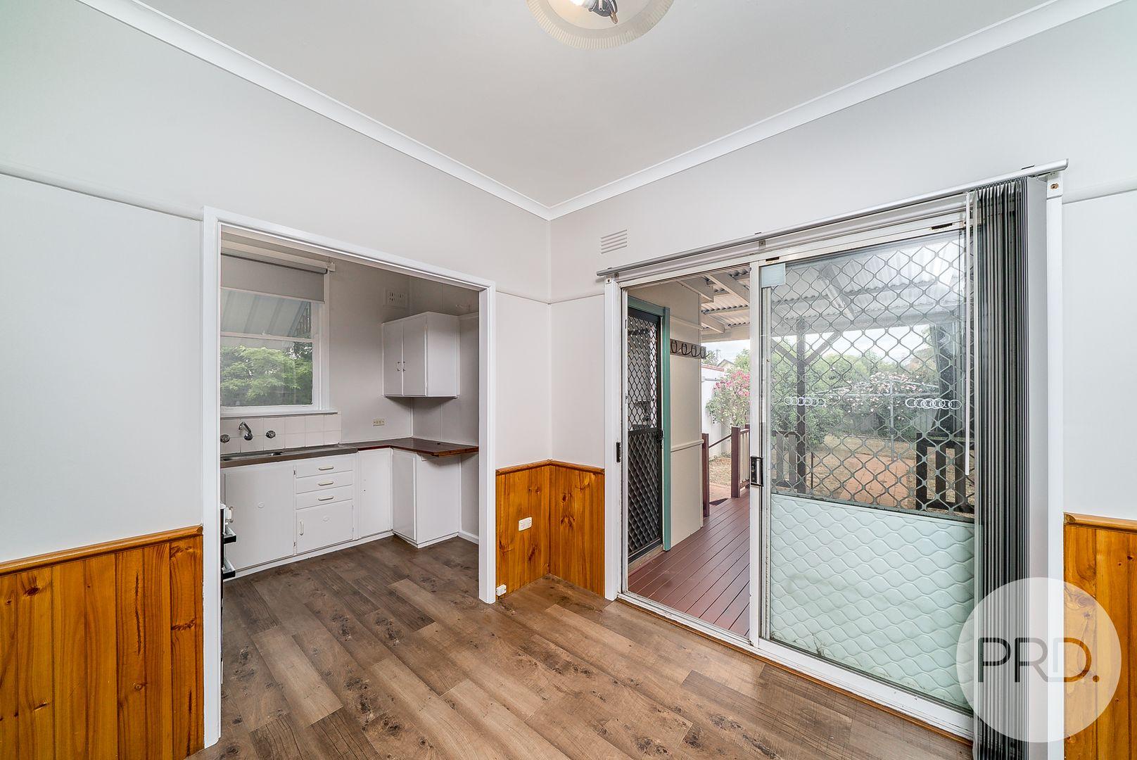16 McDonough Avenue, Mount Austin NSW 2650, Image 2