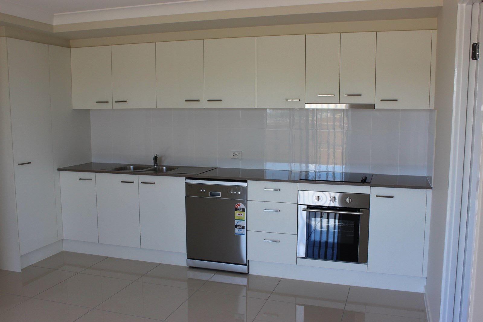 2/10 WEEBAH Place, Cambooya QLD 4358, Image 1