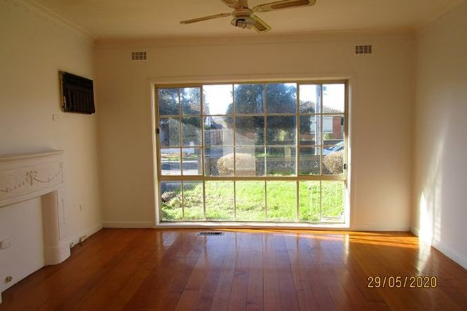 Picture of 39 Millawa Avenue, ST ALBANS VIC 3021