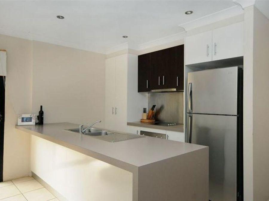3/301B James Street, Newtown QLD 4350, Image 2
