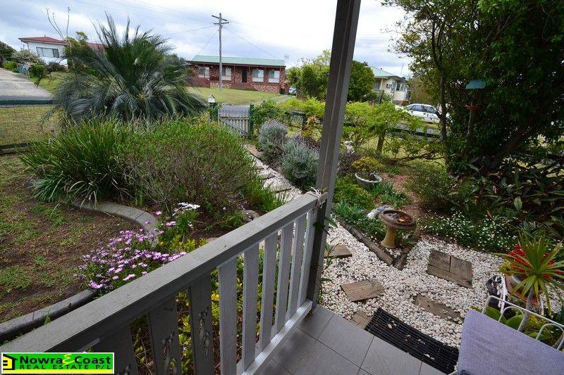 2 Mulgen Crescent, Bomaderry NSW 2541, Image 2