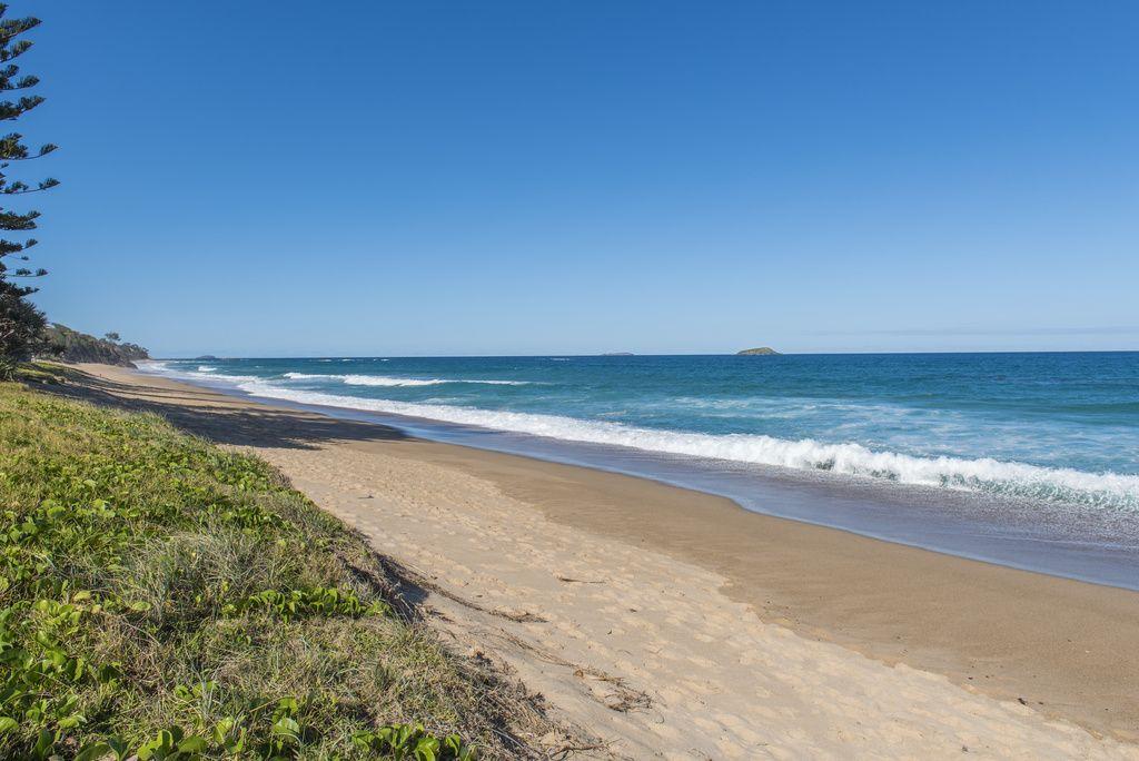 17 Oceanfront Drive, Sapphire Beach NSW 2450, Image 2