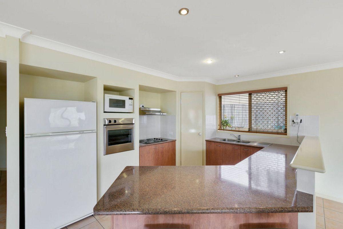 11 Ballah Crescent, Highland Park QLD 4211, Image 2