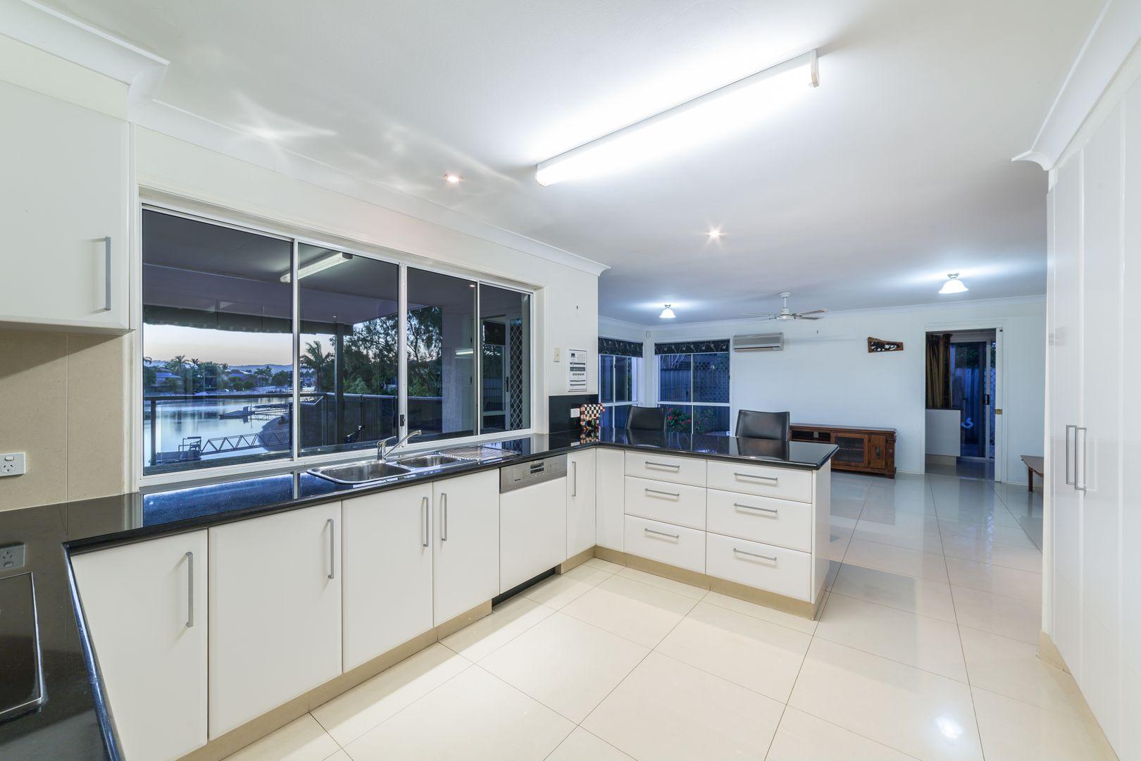 4 Saxonvale Terrace, Mermaid Waters QLD 4218, Image 1