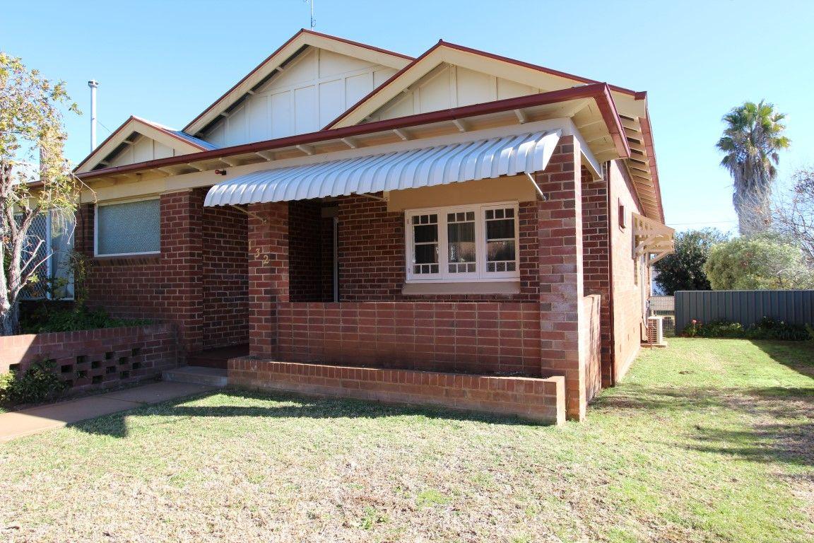 132 DeBoos Street, Temora NSW 2666, Image 2