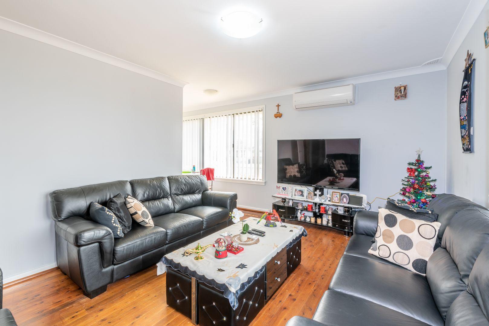 1 Oakwood Place, Busby NSW 2168, Image 2