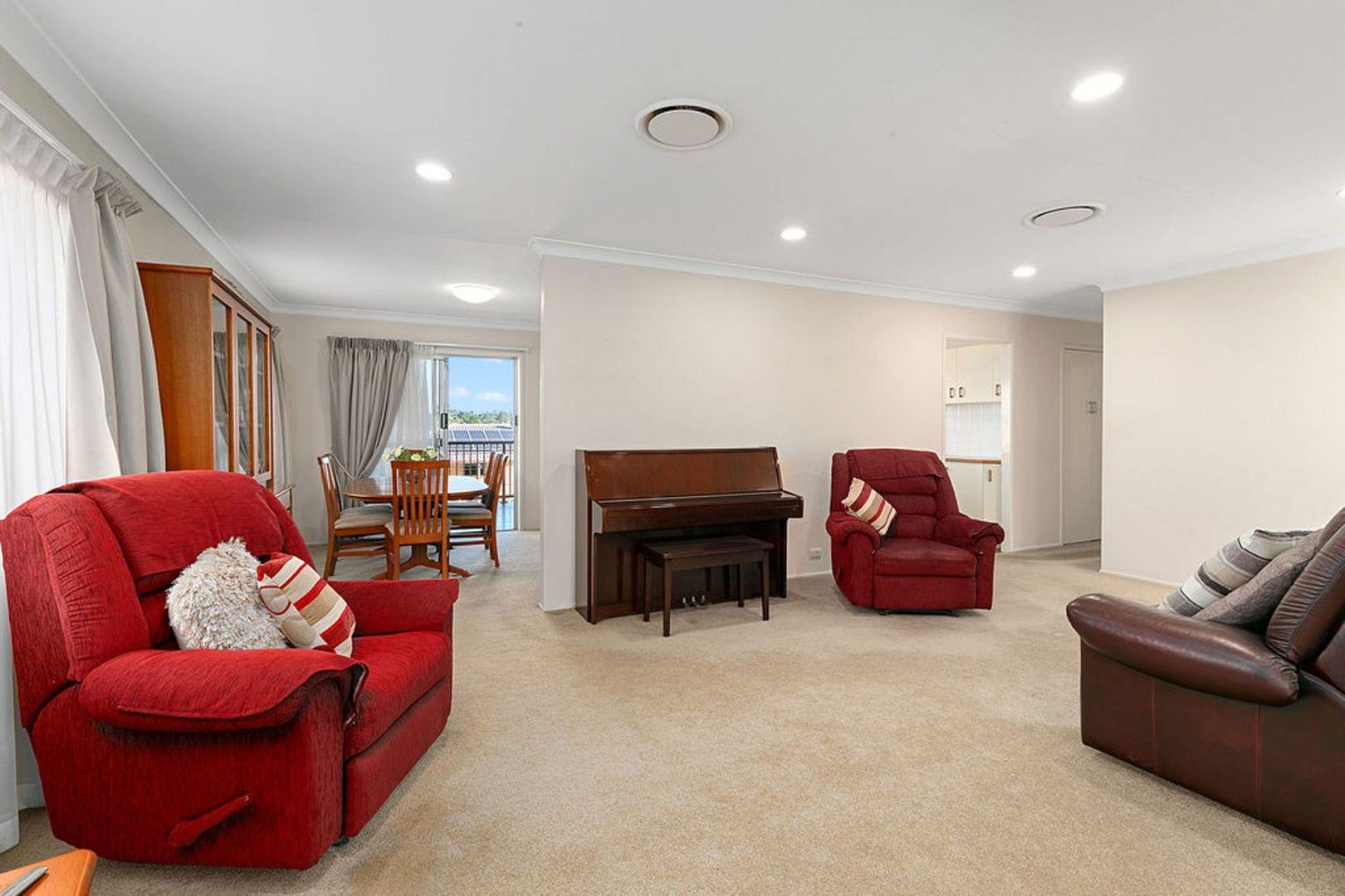 33 Mourilyan Street, Mansfield QLD 4122, Image 2