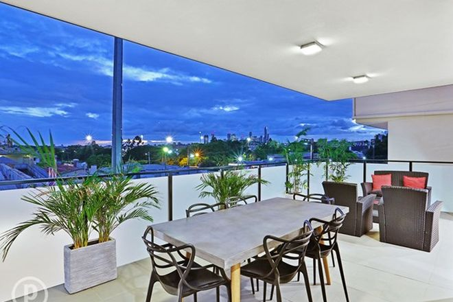 Picture of 3/16 Wambool Street, BULIMBA QLD 4171