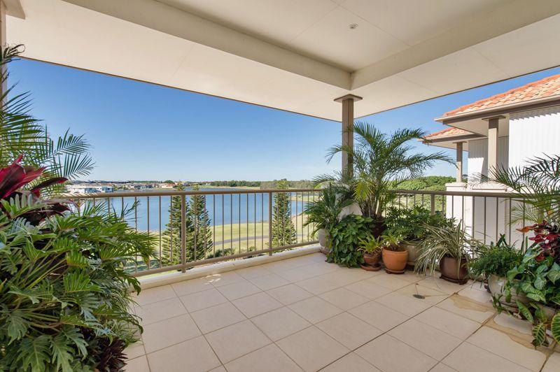 8319 Magnolia Drive East, Hope Island QLD 4212, Image 2