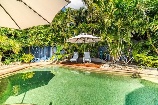 28 Glenelg Avenue, Mermaid Beach QLD 4218, Image 2