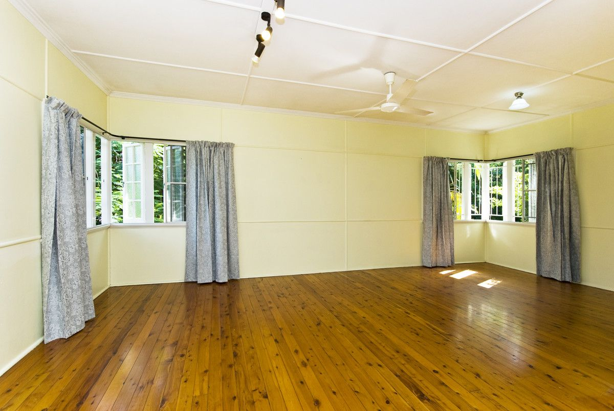 47 Lyon Avenue, Oxley QLD 4075, Image 2
