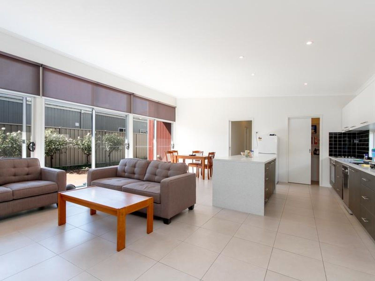 14 Topping Street, Sale VIC 3850, Image 2