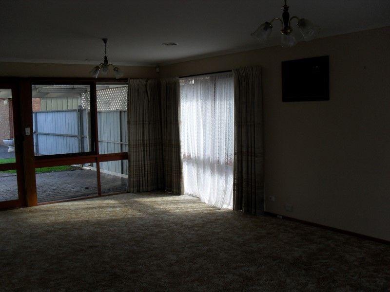 4 Gleneagles Drive, Sunbury VIC 3429, Image 2
