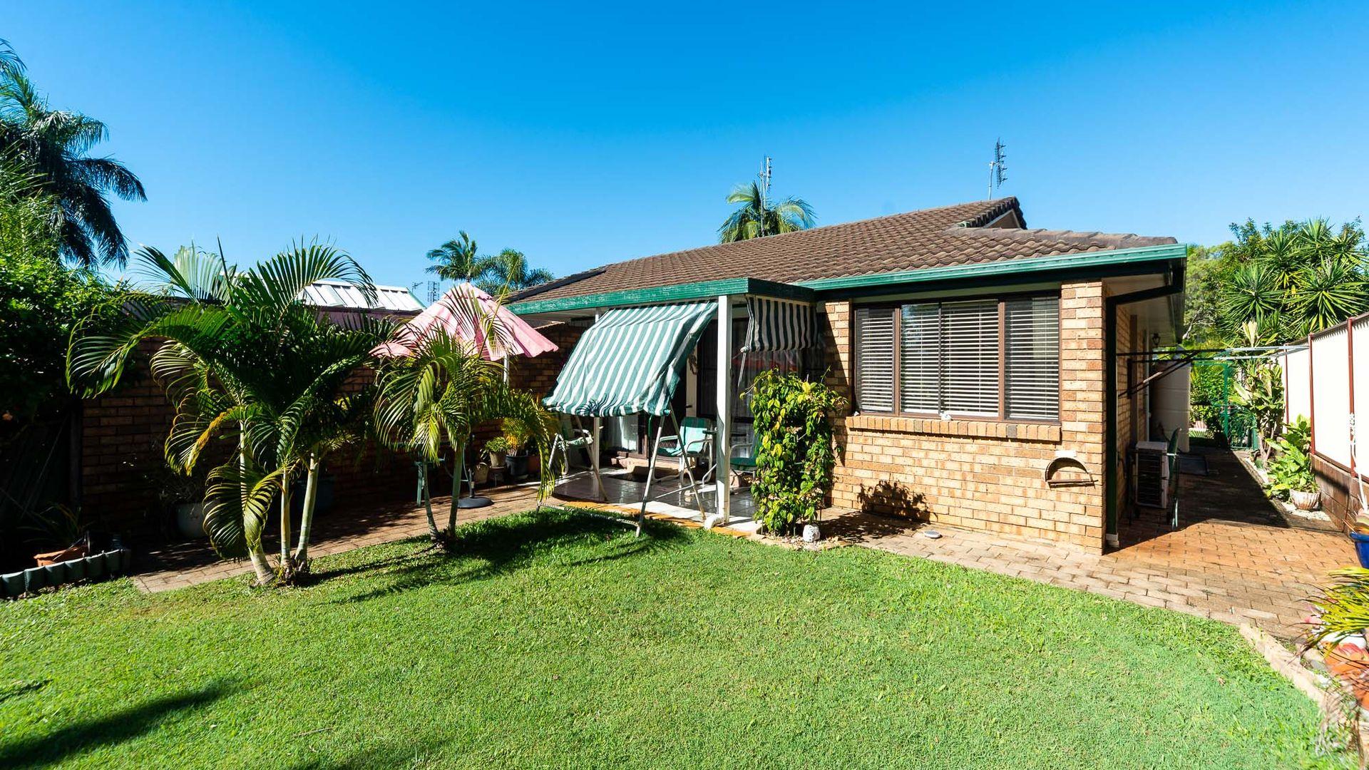 2/7 Ash Court, Arundel QLD 4214, Image 2