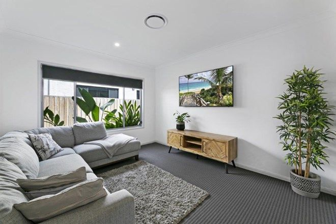 Picture of 6 Jade Way, HELENSVALE QLD 4212