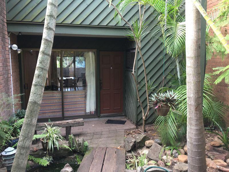 2/142 Carmody Road, St Lucia QLD 4067