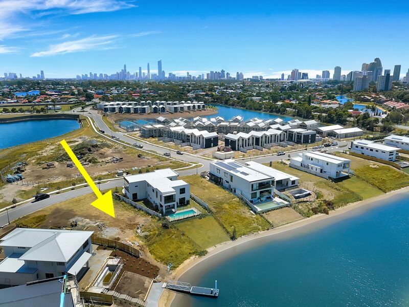 32 Lakeview Boulevard, Mermaid Waters QLD 4218, Image 0
