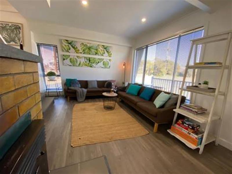57 Rowan Avenue, Uralla NSW 2358, Image 2