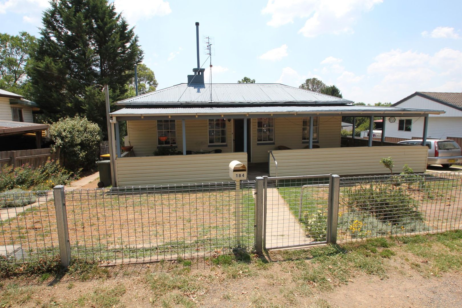 184 Logan Street, Tenterfield NSW 2372, Image 2