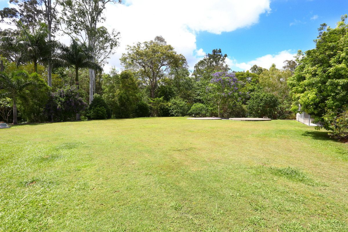 42 Pasture Place, Mount Nathan QLD 4211, Image 2