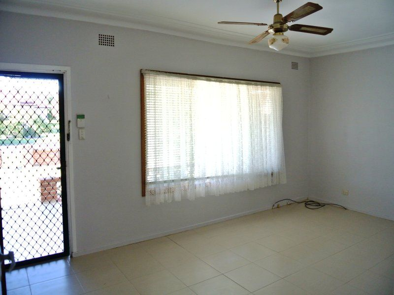 6 Compton St , Bass Hill NSW 2197, Image 1