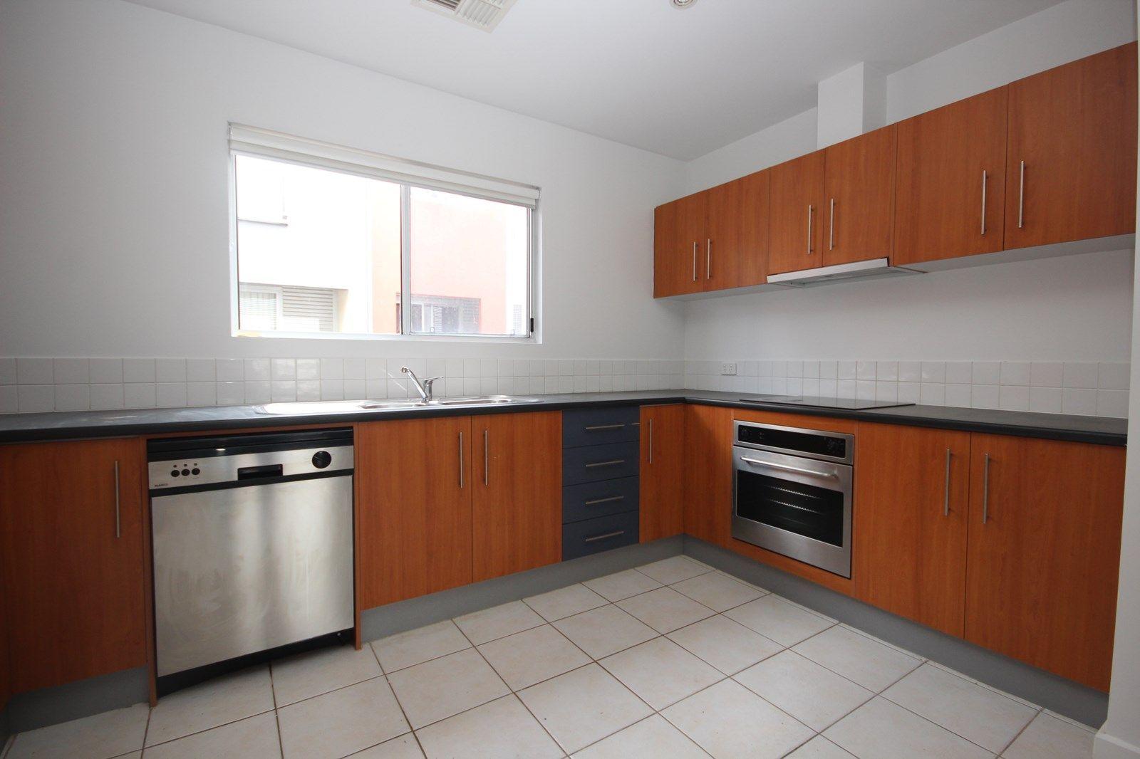 16/131 Gray Street, Adelaide SA 5000, Image 2
