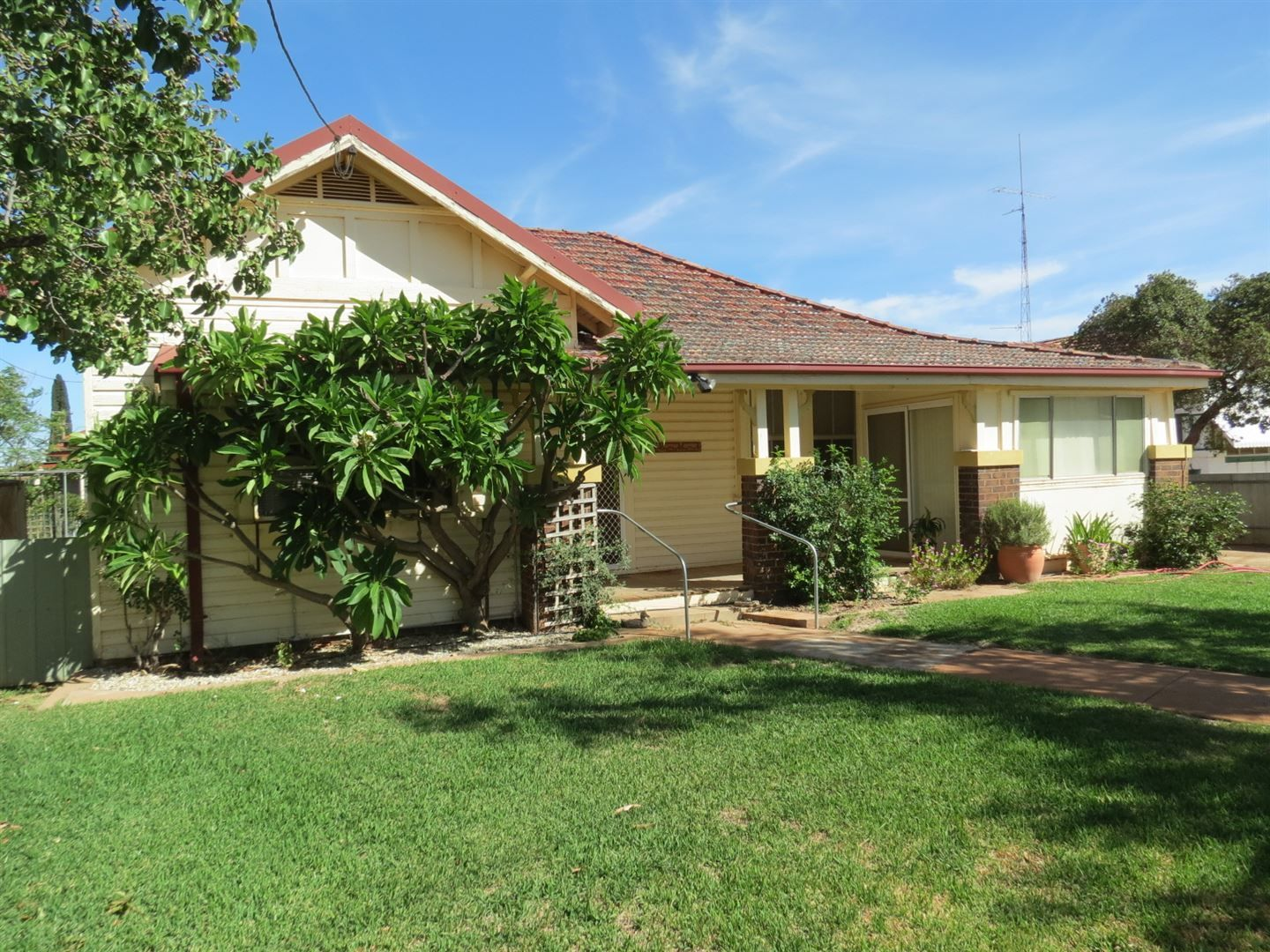 14 Grenfell Street, West Wyalong NSW 2671, Image 0